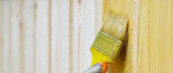 Verniciatura di recinzioni in legno